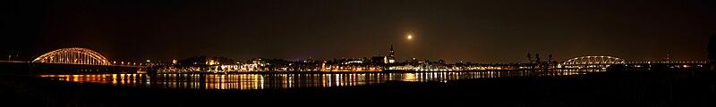 Nijmegen panorama nacht klein
