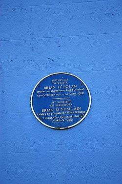 Photo of Brian O'Nolan blue plaque