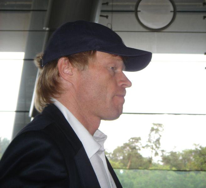 """Schalke 04 - """"Oliver Kahn llevando el equipo hasta lo mas alto"""" 657px-Oliver_Kahn_(Confed-Cup_2005)"""