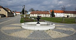Overview of fountain at square in Dalešice, Třebíč District.jpg