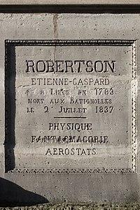 Père-Lachaise - Division 8 - Étienne-Gaspard Robert 06.jpg