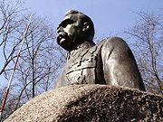 PL Turek Pilsudski Monument 11