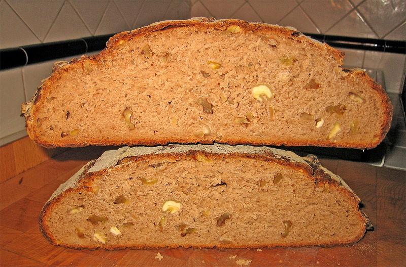 File:Pane di castagne e noci.jpg