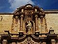Part superior de la portada barroca de l'església de sant Jaume Apòstol d'Oriola.JPG