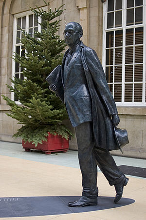 Larkin 25 - Bronze Statue of Philip Larkin, by sculptor Martin Jennings, at Hull Paragon Interchange