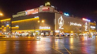 Bershka - Image: Piata Unirii Magazinul Unirea Noaptea