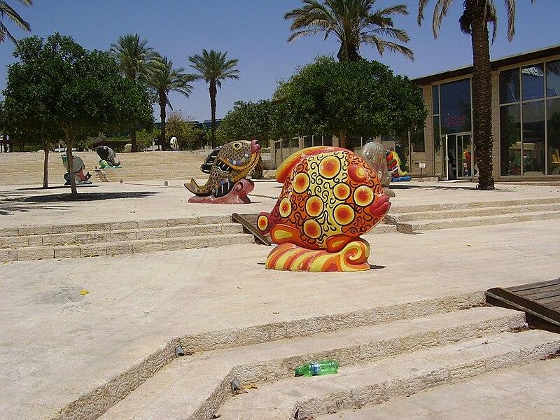פסלי דגים בפארק המרכזי באילת