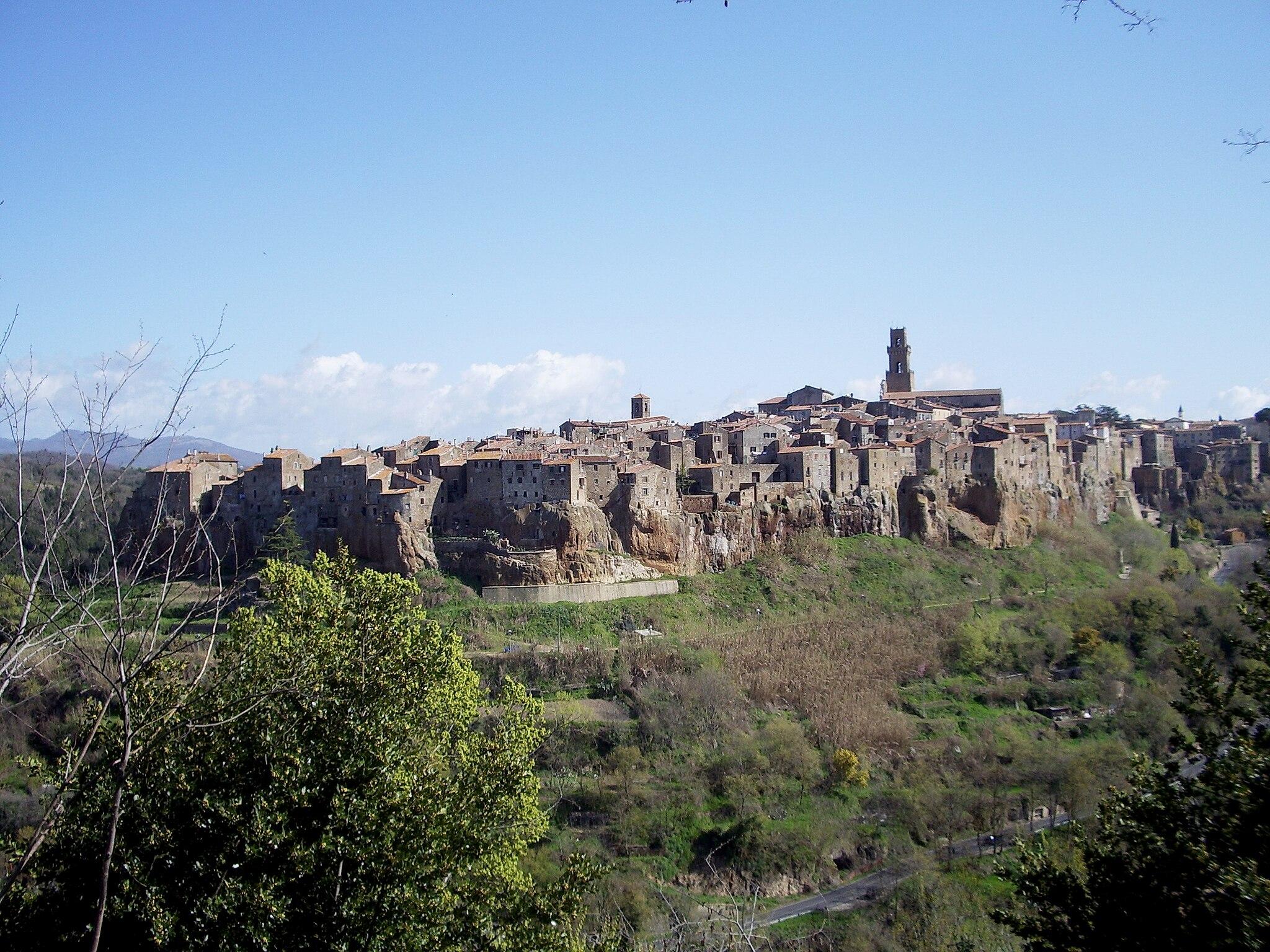 Walking from Pitigliano to Sovana