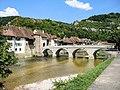 Pont Saint-Jean-Népomucène et village de Saint-Ursanne.jpg