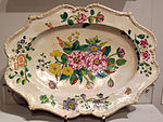 Porcellana di doccia, piatto con rose spinose e altro, 1742-45 ca., coll. priv..JPG