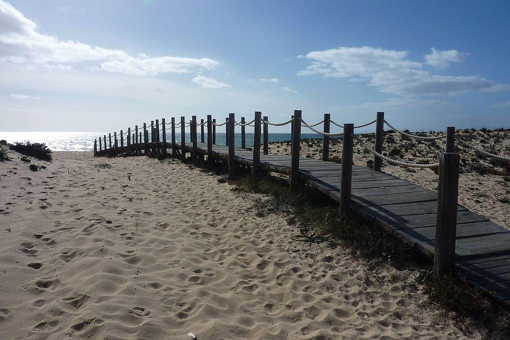 Praia de Faro - beach access (13376437535)