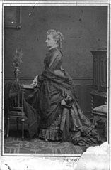 Profile portrait of Louisa Rodgers Meigs, standing, facing left LCCN2004680481.jpg