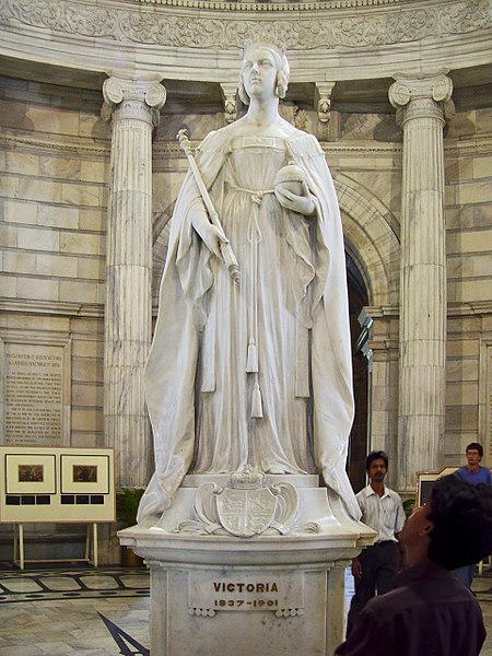 File:Queen Victoria's statue inside the memorial in Kolkata.jpg