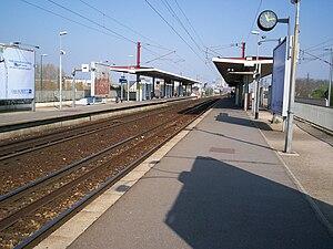 Gennevilliers Station - Platforms