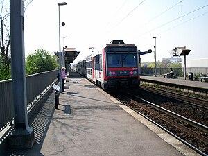 Les Grésillons Station - Platforms