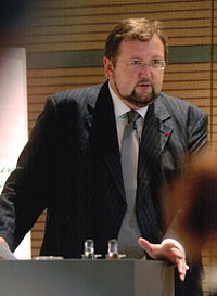 Rabbiner W Homolka vor dem Landtag Brandenburg.jpg