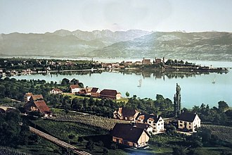 Obersee (Zürichsee) - Lindenhof in Rapperswil as seen from Kempraten on an 1899 photochrome, Kempratnerbucht in the foreground.