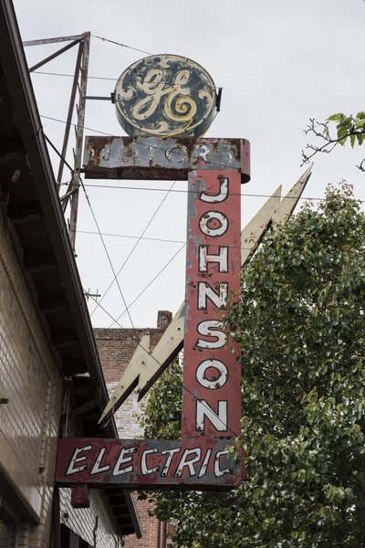 """File:Remnants of an old """"GE"""" (for General Electric) sign at the Johnson Electric Co. in Pueblo, Colorado LCCN2015632344.tif"""