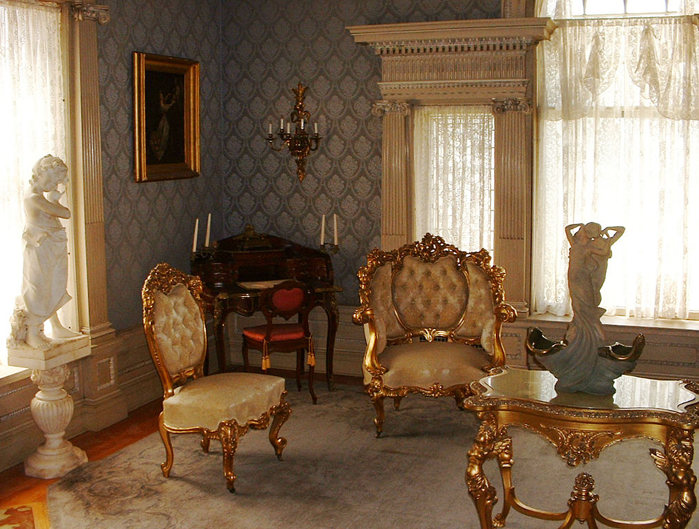 File roberson mansion parlor wikimedia commons for Parlor or living room