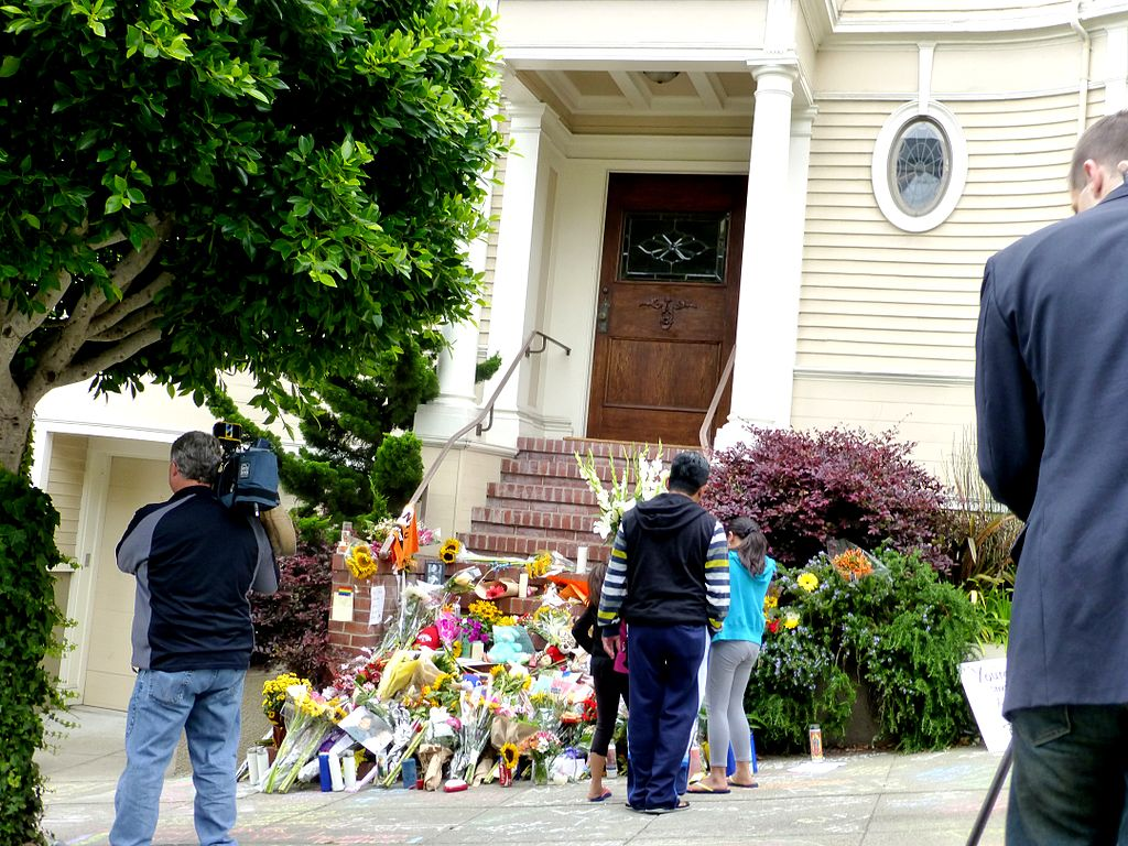 Robin williams tribute at mrs doubfire house 2014-08-13