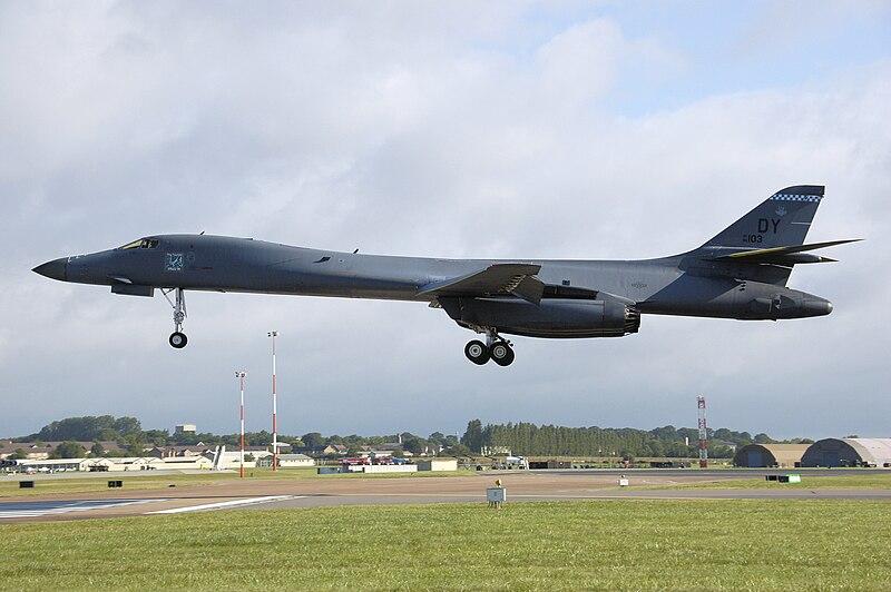 Rockwell b-1b lancer af86-103 landing arp.jpg