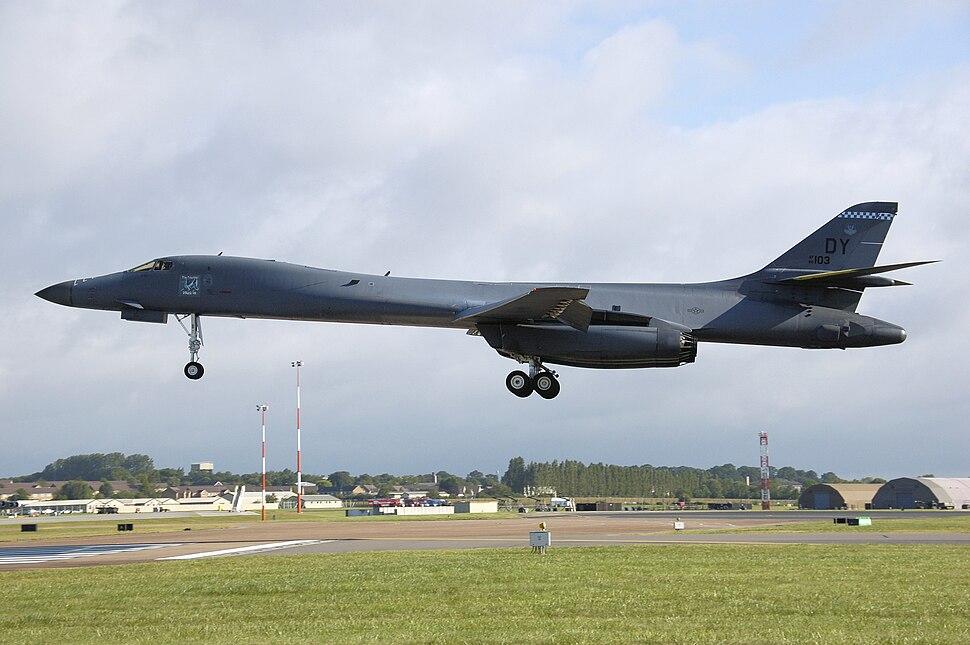 Rockwell b-1b lancer af86-103 landing arp