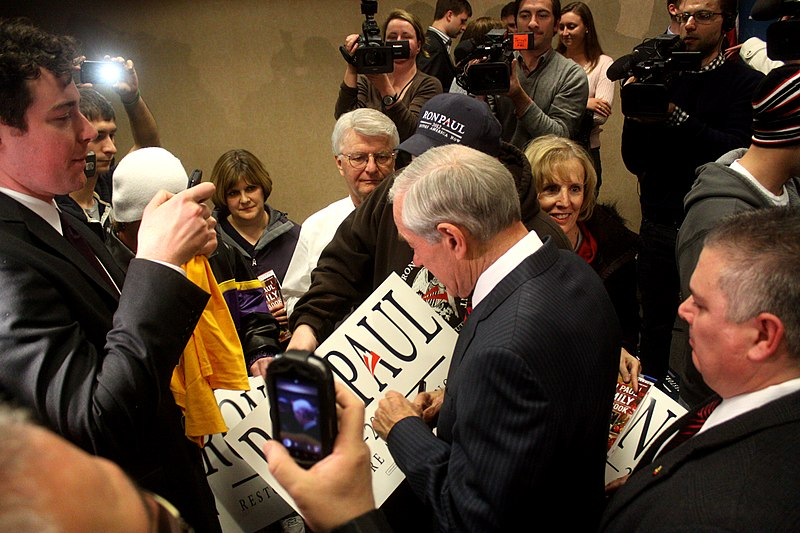 File:Ron Paul at townhall meeting in Sioux City, Iowa 1.jpg