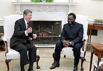 Jonas Savimbi - Savimbi with President Ronald Reagan in 1986