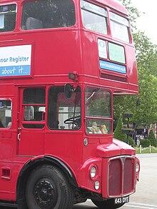 Autobus a due piani AEC Routemaster in utilizzo a Londra