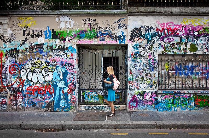 File:Rue de Verneuil, Paris 1 August 2009.jpg