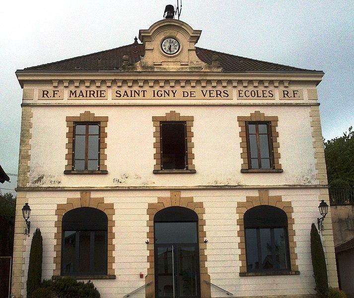 Fronton de la mairie du village.