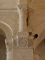 Saintes (17) Basilique Saint-Eutrope Intérieur Chapiteau 18.JPG