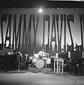 Sammy Davis Jr tijdens optreden in theater Carre, Bestanddeelnr 916-2024.jpg