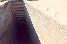 Pozzo sacro di Santa Cristina, dettaglio della copertura con aggetto del filare di pietre inferiore rispetto a quello superiore.