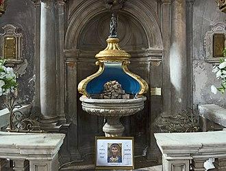 Santi Apostoli, Venice - Image: Santi Apostoli (Venice) Font