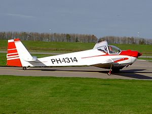 Scheibe SF 25 C PH-1314 at Lelystad.JPG