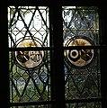 Schloss Aschach Glasfenster im Eingangsbereich.jpg