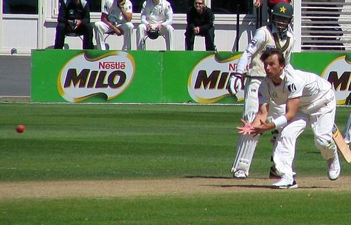 Shane Bond catching Mohammad Yousuf, Dunedin, NZ, 2009