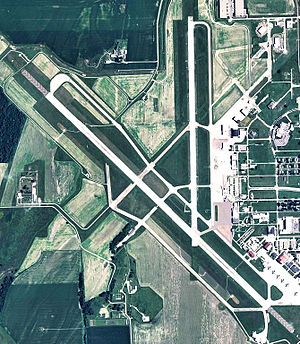 Sioux Gateway Airport - USGS 2006 orthophoto