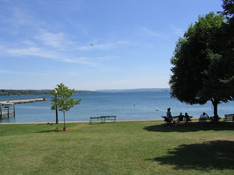 Skaneateles Lake seen from the village of Skaneateles, Onondaga County, New York.jpg