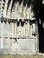 Soissons (02), abbaye Saint-Jean-des-Vignes, abbatiale, façade occidentale, portail de la nef, piédroit gauche.jpg