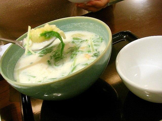 Soy milk soup with wonton cc flickr user jetalone 2