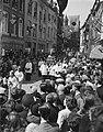 St. Servaasprocessie te Maastricht. Door de Bredestraat, Bestanddeelnr 902-7487.jpg