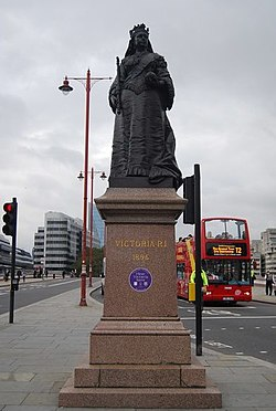 Statue of Queen Victoria, Blackfriars Bridge.jpg