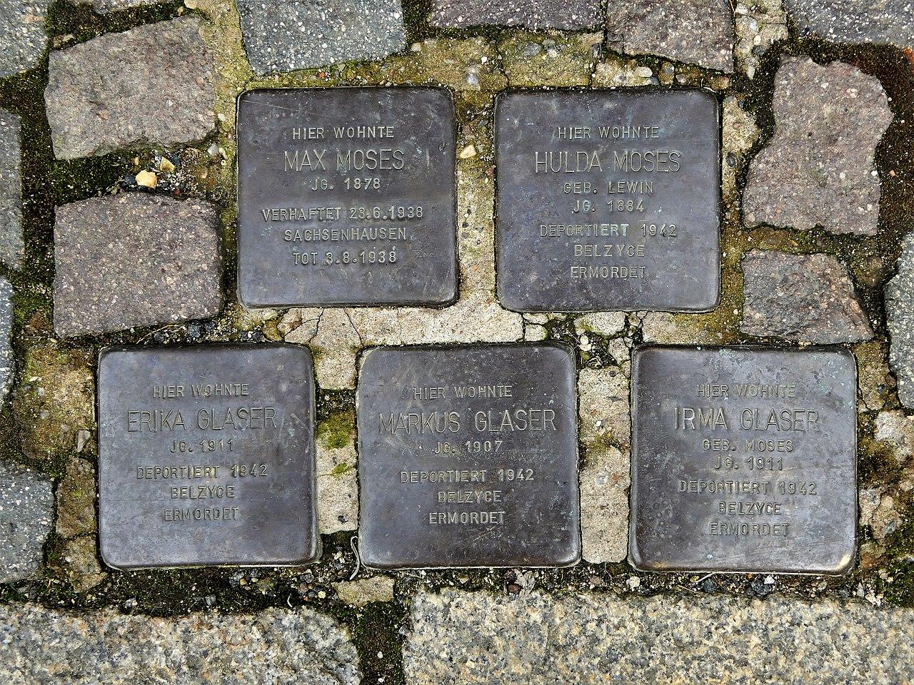 Stolpersteine für Familien Moses und Glaser, Marktgasse 5, Grimma.JPG