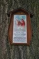 Svatý obrázek na stromě u odbočky ze silnice Lutotín - Stařechovice, okres Prostějov.jpg