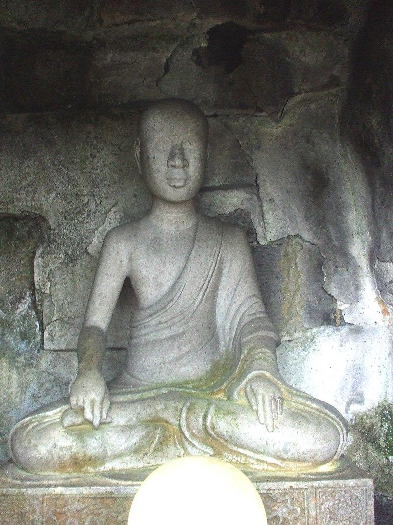 Tượng đá Phật Hoàng Trần Nhân Tông