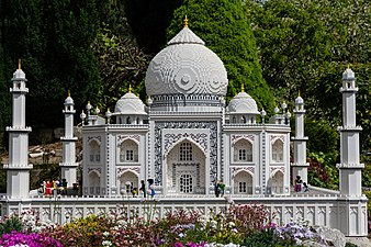 Taj Mahal (42019830762).jpg