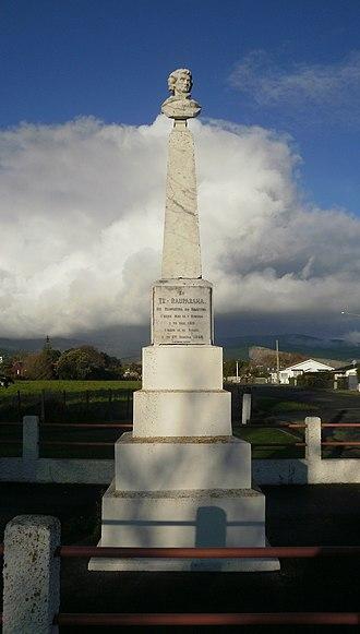 Te Rauparaha - Te Rauparaha Memorial in Ōtaki, commissioned by Te Rauparaha's son Tāmihana