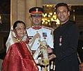 The President, Smt. Pratibha Devisingh Patil presenting the Padma Shri Award to Shri Sahabzade Irrfan Ali Khan, at an Investiture Ceremony II, at Rashtrapati Bhavan, in New Delhi on April 01, 2011.jpg